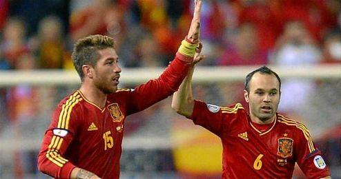 Sergio Ramos y Andrés Iniesta, dos de los candidatos al trofeo.