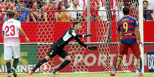 Sergio Rico se reivindicó con una gran actuación.