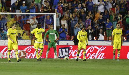 Jugadores del Villarreal en el partido ante el Levante.