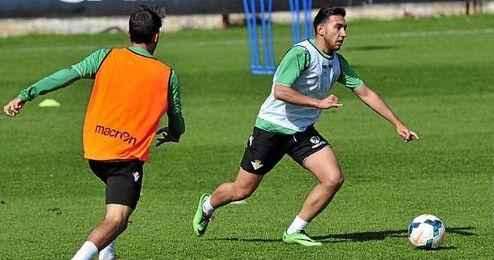 Varela en un entrenamiento con el Real Betis.