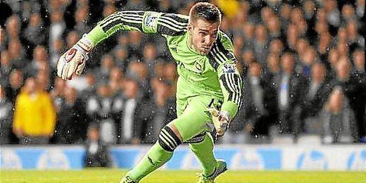 Adrián ha renovado recientemente con el West Ham.