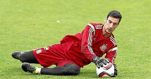 Sergio Rico, en un entrenamiento de la selección.