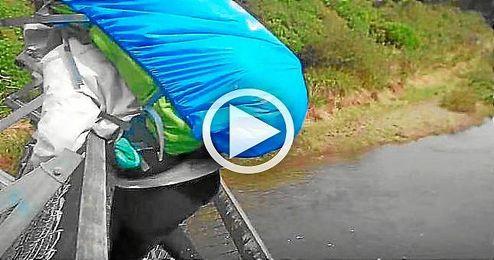 Un puente cede y cuatro franceses caen a un lago en Nueva Zelanda