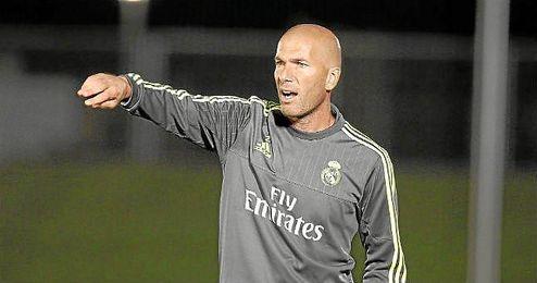 Zidane, en el banquillo del Real Madrid Castilla.