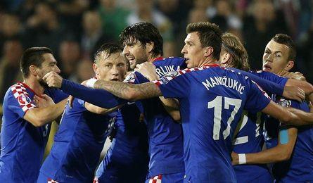 Mario Mandzukic celebrando un gol con su selección