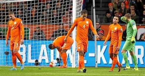 Los jugadores de Holanda, tras encajar uno de los goles ante los checos.