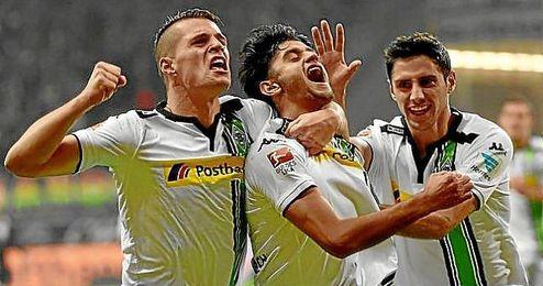 Los jugadores del Gladbach celebran uno de los goles.