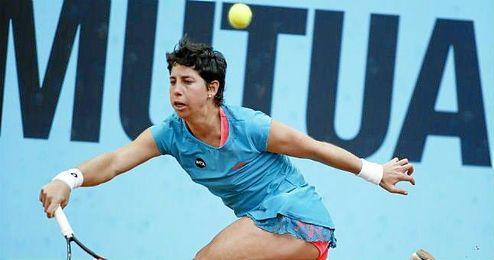 Carla Suárez restando una bola en el Open de Madrid.