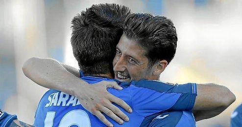 Sarabia y Escudero celebran un gol con el Getafe la temporada pasada.