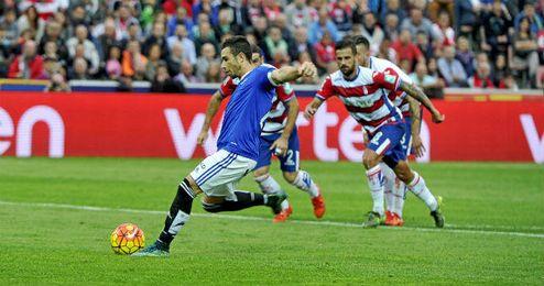 Rub�n Castro, lanzando el penalti.