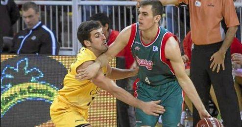 El jugador del CB Sevilla, Nikola Radicevic.