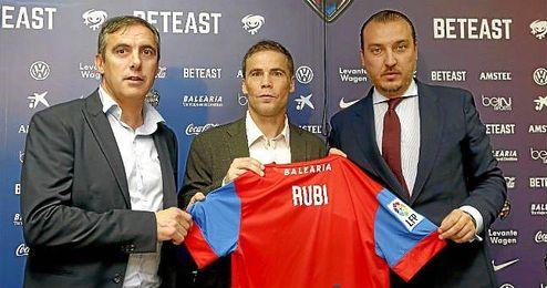 """Rubi, nuevo técnico del Levante, cree que """"es pronto para pensar que el equipo está hundido""""."""