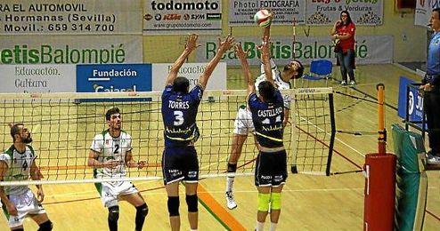 Imagen del partido entre el Cajasol Juvasa y el Unicaja Almería.