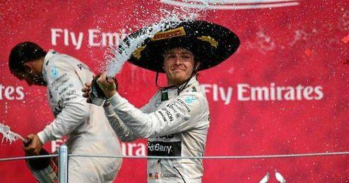 Rosberg celebra su triunfo en el podio del GP de M�xico.