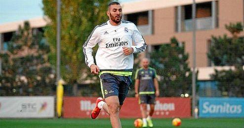 Benzema entrenando este jueves en Valdebebas.