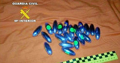 Algunas de las sustancias intervenidas por la Guardia Civil en La Algaba.