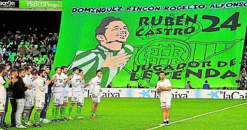 Compañeros y afición le rindieron un homenaje el 08-12-2014.