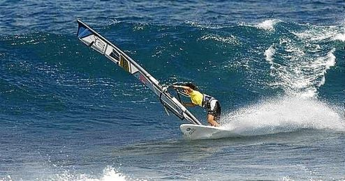 Este triunfo en Hawai le proporcion� a Iballa Ruano los puntos necesarios para superar en la clasificaci�n general del Circuito Mundial a su hermana Daida.
