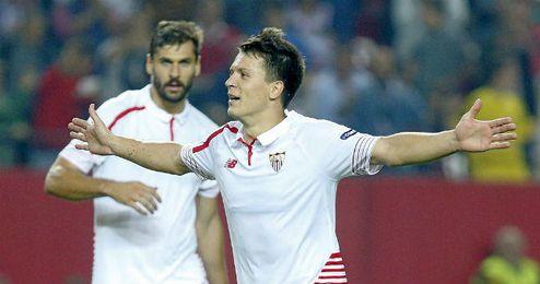 Konoplyanka y Llorente son dos de los fichajes que piden paso en el Sevilla.