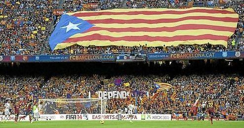Una de las esteladas mostradas en el Camp Nou.