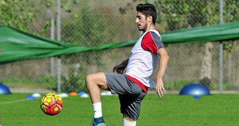 Las lesiones han impedido a Escudero debutar en partido oficial.