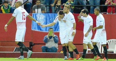 Immobile celebra junto a Konoplyanka y Banega el gol del argentino; los dos que m�s le han sorprendido al italiano.