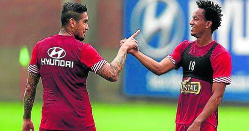El bético Vargas y Carrillo, del Sporting de Portugal, son baja para el duelo ante Paraguay.
