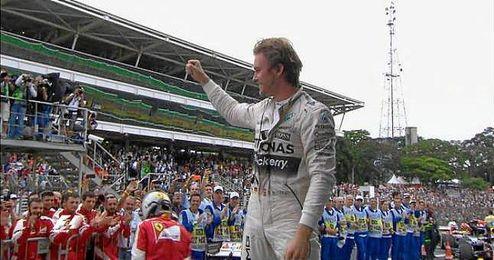 Rosberg hizo buena la quinta pole consecutiva para celebrar a su vez la quinta victoria esta temporada.