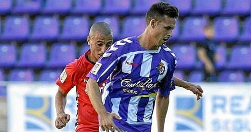 Manu del Moral con la zamarra del Real Valladolid.