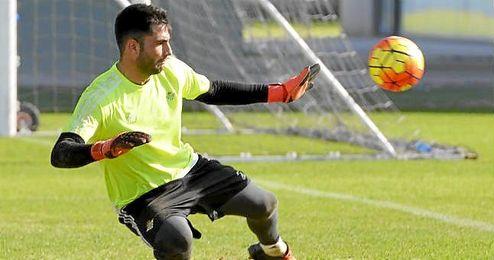 Adán firmará este viernes su renovación con el Betis.
