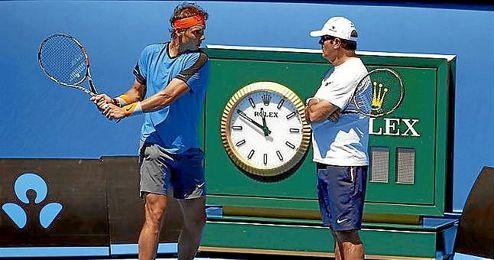 Toni Nadal admite que Djokovic es favorito ante Rafa.
