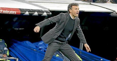 Luis Enrique, en la banda del Santiago Bernabéu.