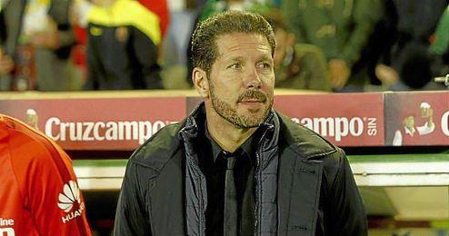 Simeone, en la banda del Benito Villamarín.
