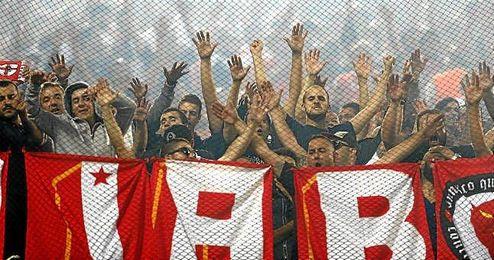 Ultras del Benfica desplazados esta temporada al Vicente Calderón para jugar ante el Atlético de Madrid en Copa de Europa.