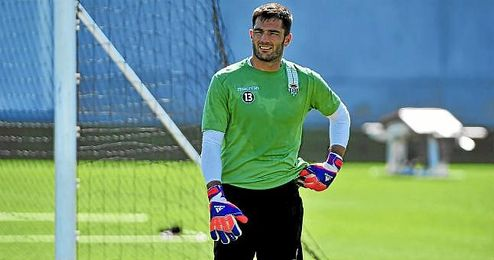 Antonio Adán trabaja a destajo para medirse mañana al Levante.