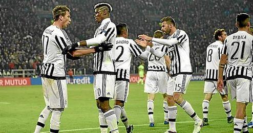 Los jugadores de la Juventus celebran el gol de Mandzukic.