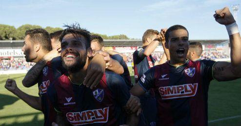 Los jugadores del Huracán celebrando un gol.