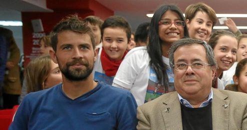 Coke, junto a Díaz Morillo, en la presentación de Sácale Partido al Cole.