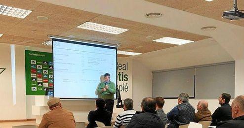 José María Pagola explica las cuentas a los accionistas.