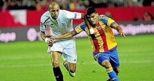 N�Zonzi, en un lance del Sevilla-Valencia.
