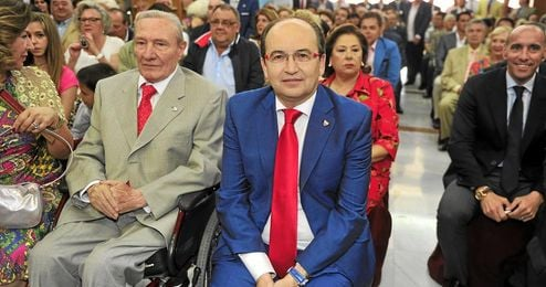 Roberto Alés (izquierda), junto a Pepe Castro, presidente sevillista