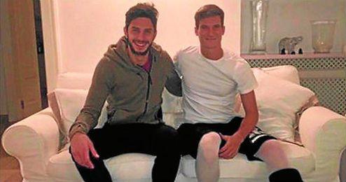 Andrea Ranocchia colgó esta foto con Andreolli en su Facebook.