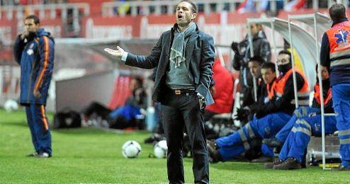 Luis García Tevenet dirigiendo un partido en el Sánchez Pizjuán.