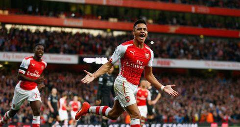 Alexis festeja un gol con su club actual, el Arsenal.