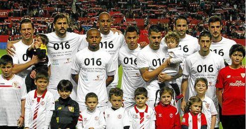 Mariano (izquierda) y Escudero (derecha), ambos en primer plano, titulares ante el Valencia