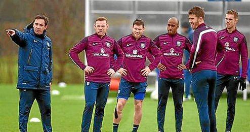 """Neville, """"orgulloso"""" por """"grandísima oportunidad"""" de dirigir al Valencia."""