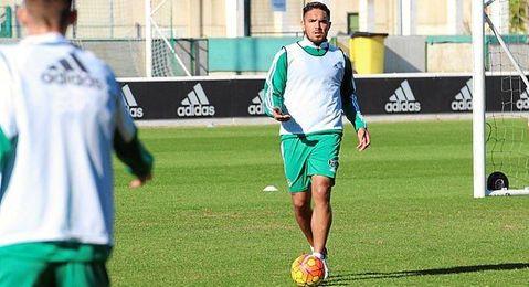 Vargas, en el entrenamiento de esta ma�ana en la Ciudad Deportiva Luis del Sol.