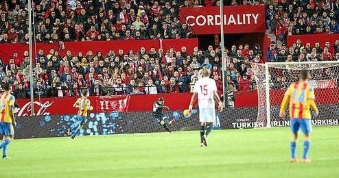 Imagen del partido entre el Sevilla y el Valencia.