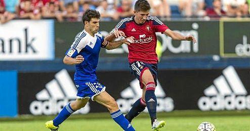 Lance de juego del partido disputado entre el Osasuna y el Mirandés.