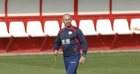 Paco Jémez dirigiendo la sesión de entrenamiento.